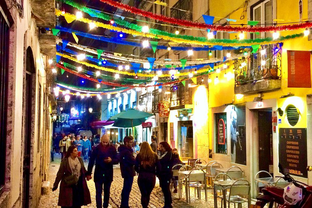 Bairro Alto in Lissabon bei Nacht