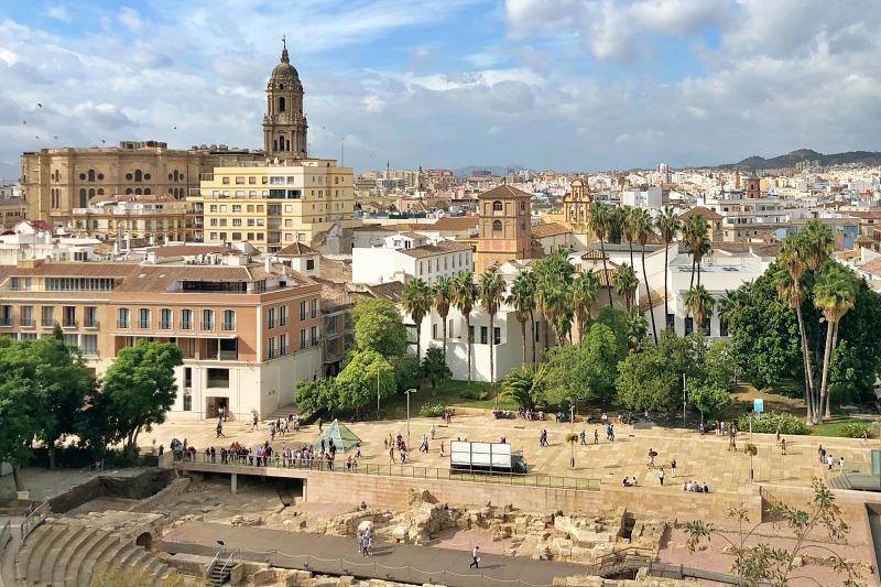 Blick auf das römische Theater und die Altstadt von Malaga