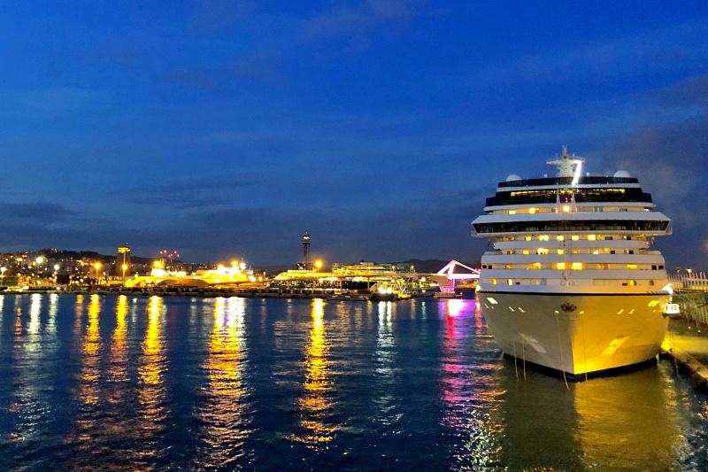 Blick von der Mein Schiffe 4 beim Auslaufen aus Barcelona auf der Kreuzfahrt Mittelmeer mit Andalusien