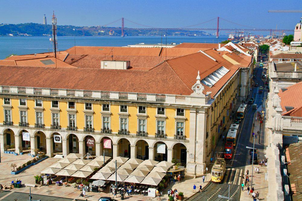 Blick vom Arco da Rua auf Lissabon