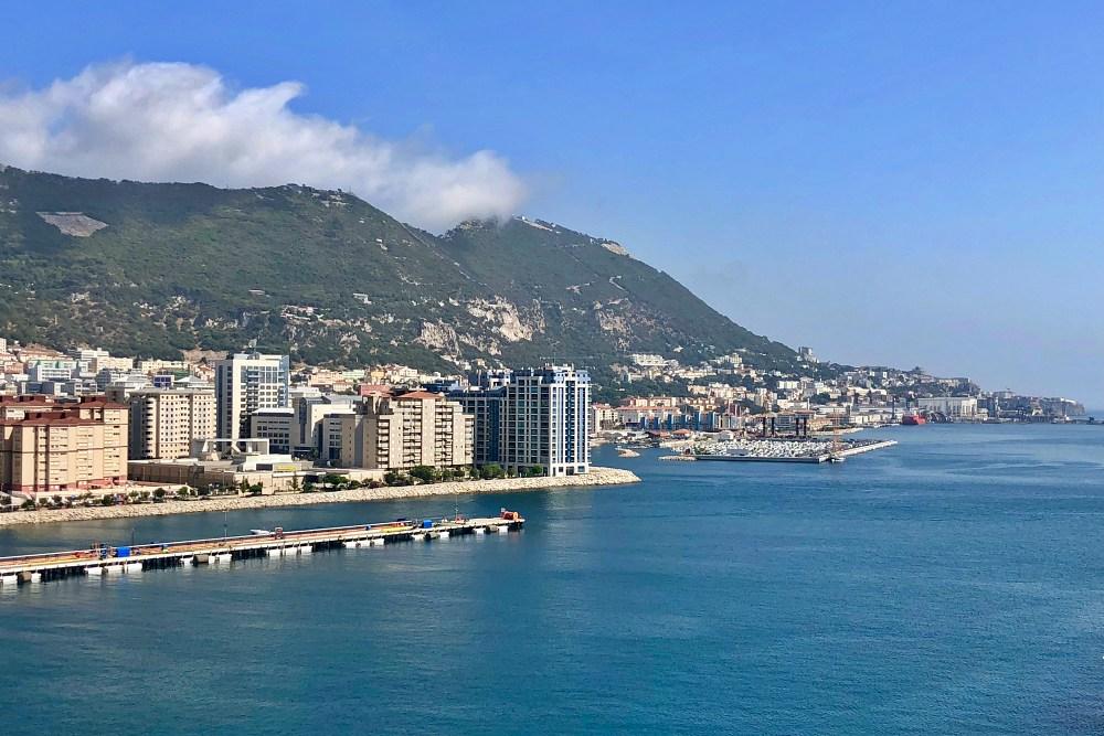 Blick von der Mein Schiff 6 auf Gibraltar