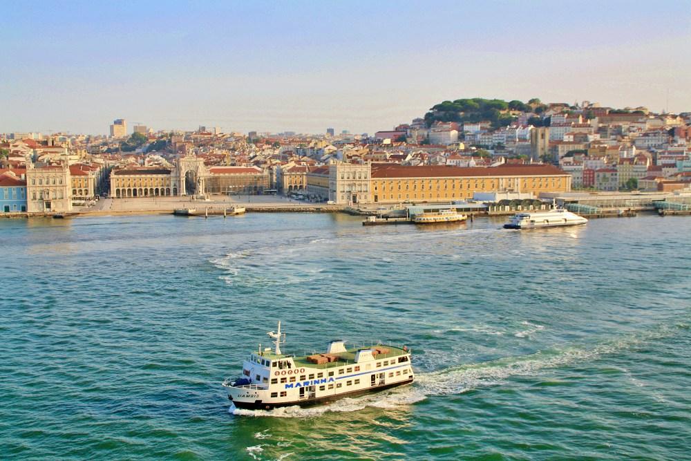 Blick von der Mein Schiff 6 auf Lissabon