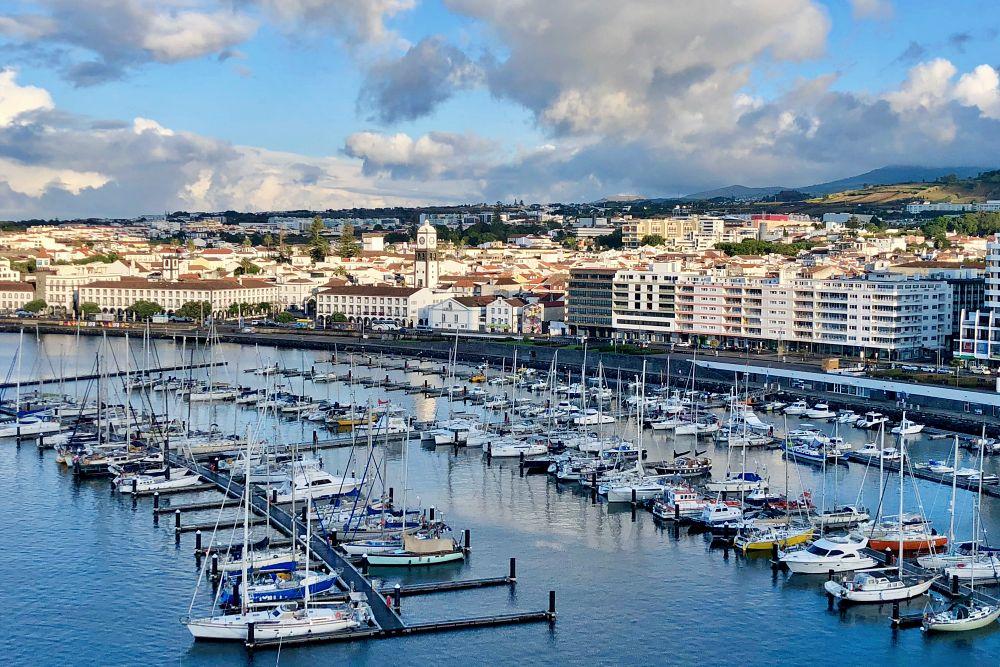 Blick von der Mein Schiff 6 auf Ponta Delgada Sao Miguel Azoren