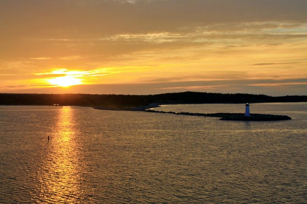 Einlaufen Mein Schiff 6 in Halifax bei Sonnenaufgang während der Kreuzfahrt Mallorca bis New York