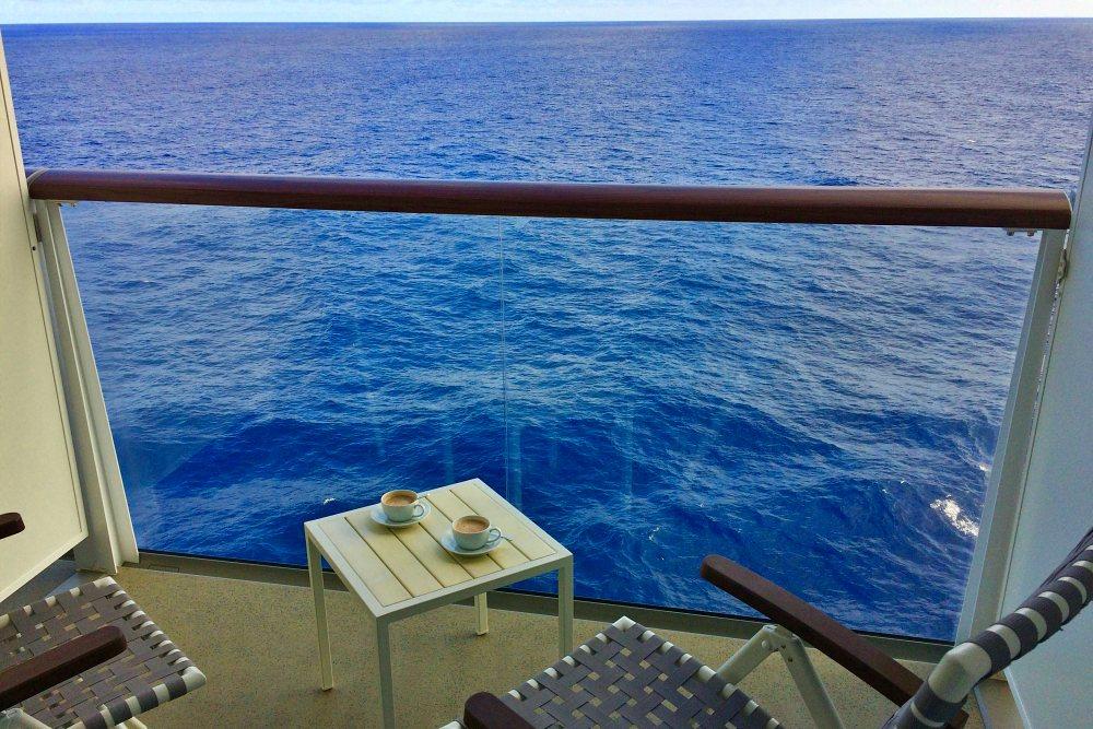 Kaffee auf dem Balkon der Mein Schiff 6 Tipps für die erste Kreuzfahrt