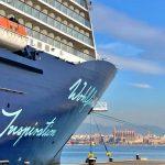 Mein Schiff 4 im Hafen von Mallorca
