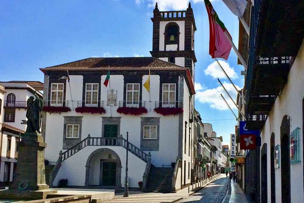 Rathaus von Ponta Delgada während unseres Landausflug Ponta Delgada