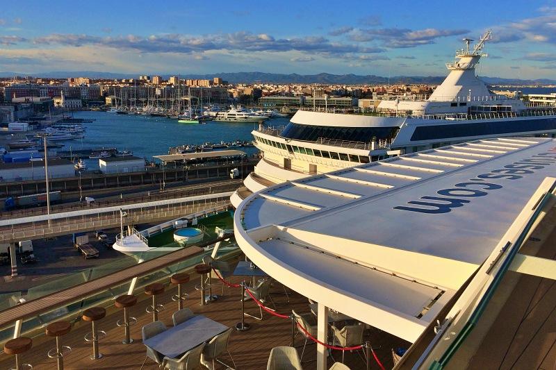 Schiffe-Tetris im Hafen von Valencia auf der Kreuzfahrt Mittelmeer mit Andalusien
