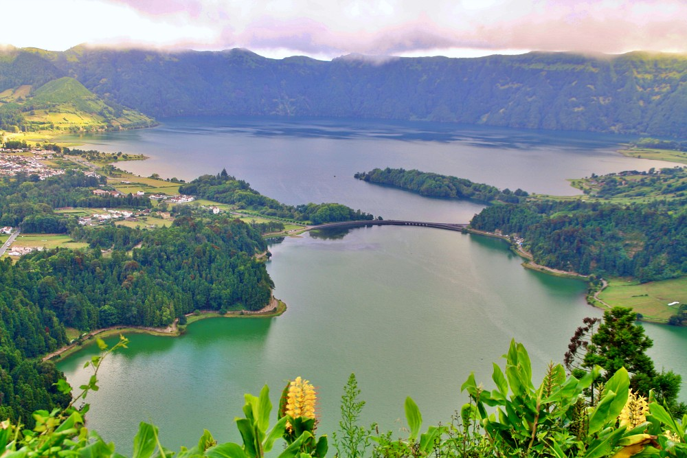 Sete Cidades mit Lagoa azul und Lagoa verde während unseres Landausflug Ponta Delgada