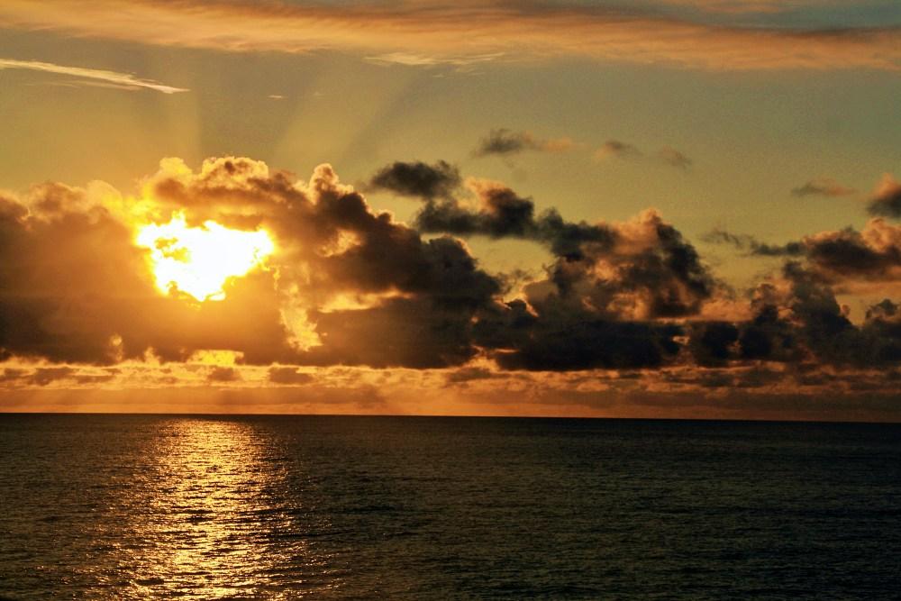 Sonnenuntergang auf dem Atlantik an Bord der Mein Schiff 6