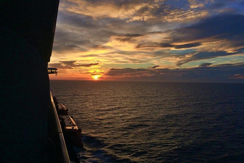 Sonnenuntergang auf der Kreuzfahrt Mittelmeer mit Andalusien
