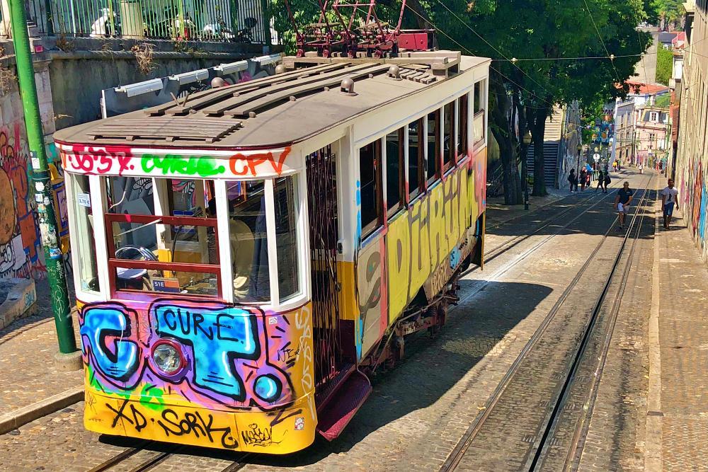 Standseilbahn Elevador da Gloria beim Tagesausflug Lissabon auf eigene Faust