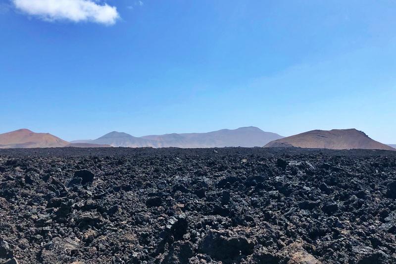 Lavafeld und Feuerberge auf Lanzarote beim Landausflug Lanzarote auf eigene Faust