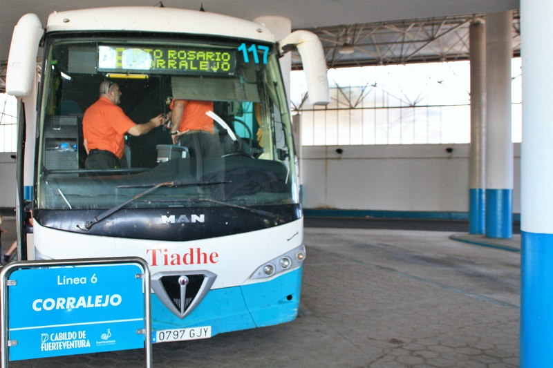 Buslinie 6 nach Corralejo beim Landausflug Fuerteventura auf eigene Faust