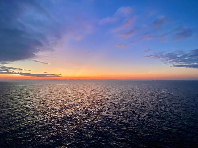 """Eine echte """"Blaue Reise"""": Sonnenaufgang auf dem Weg nach Stockholm"""
