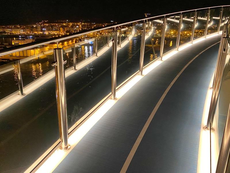 Mein Schiff 2 verlässt Las Palmas de Gran Canaria während der Kreuzfahrt Blaue Reise Kanarische Inseln