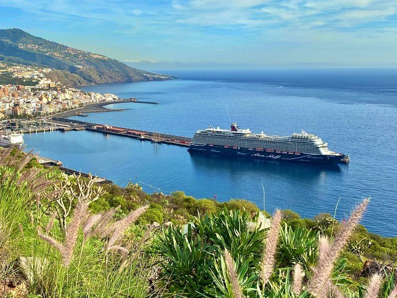 La Palma und die Mein Schiff 2 während der Kreuzfahrt Blaue Reise Kanarische Inseln